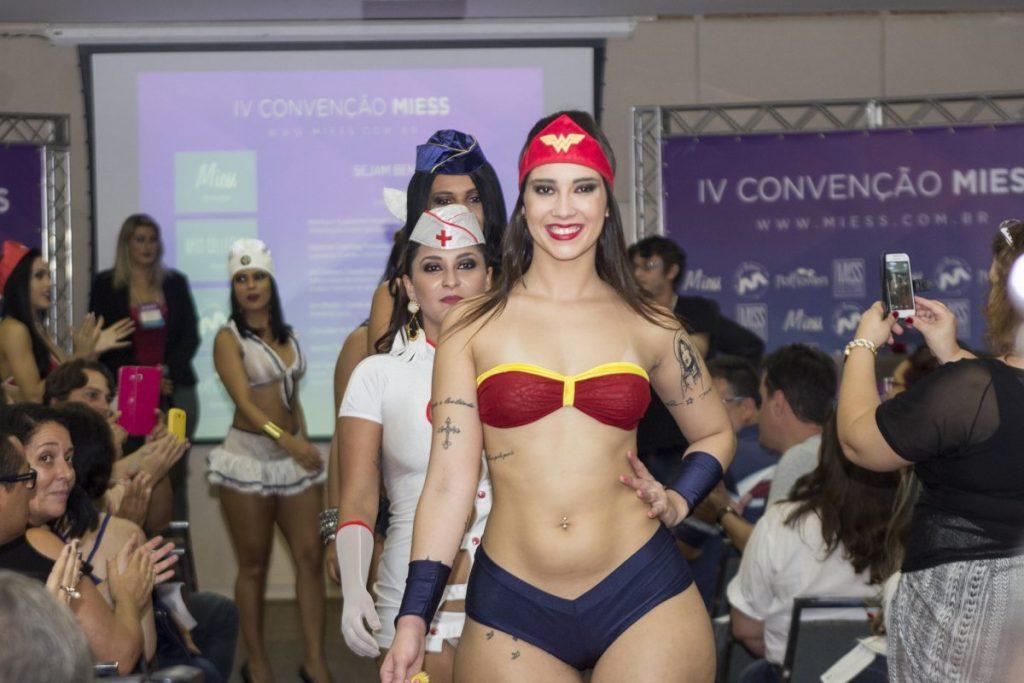 Sex shop, dicas, desfile e muito mais! Veja o que rolou na Convenção Miess 2016