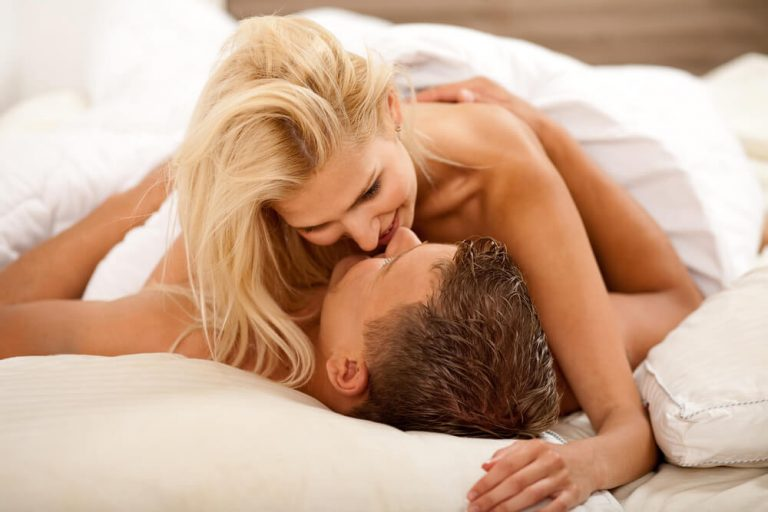 Como estimular o testículo no sexo oral