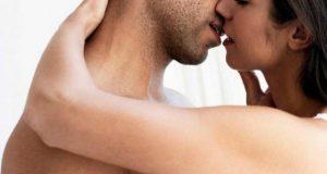 Uma boa pegada garante um beijo grego aluninante