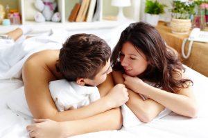 Como conversar abertamente com o seu parceiro sobre sexo?