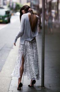 street-stylle-saia-midi-estampada-salto-alto-blusa-decote-costas-cinza-160708-064240 (1)