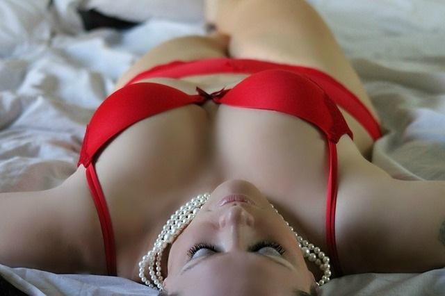 Prazer plus size: a moda íntima chega às sex shops