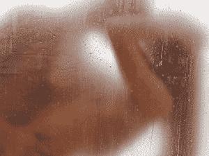 As principais posições para fazer sexo durante o banho